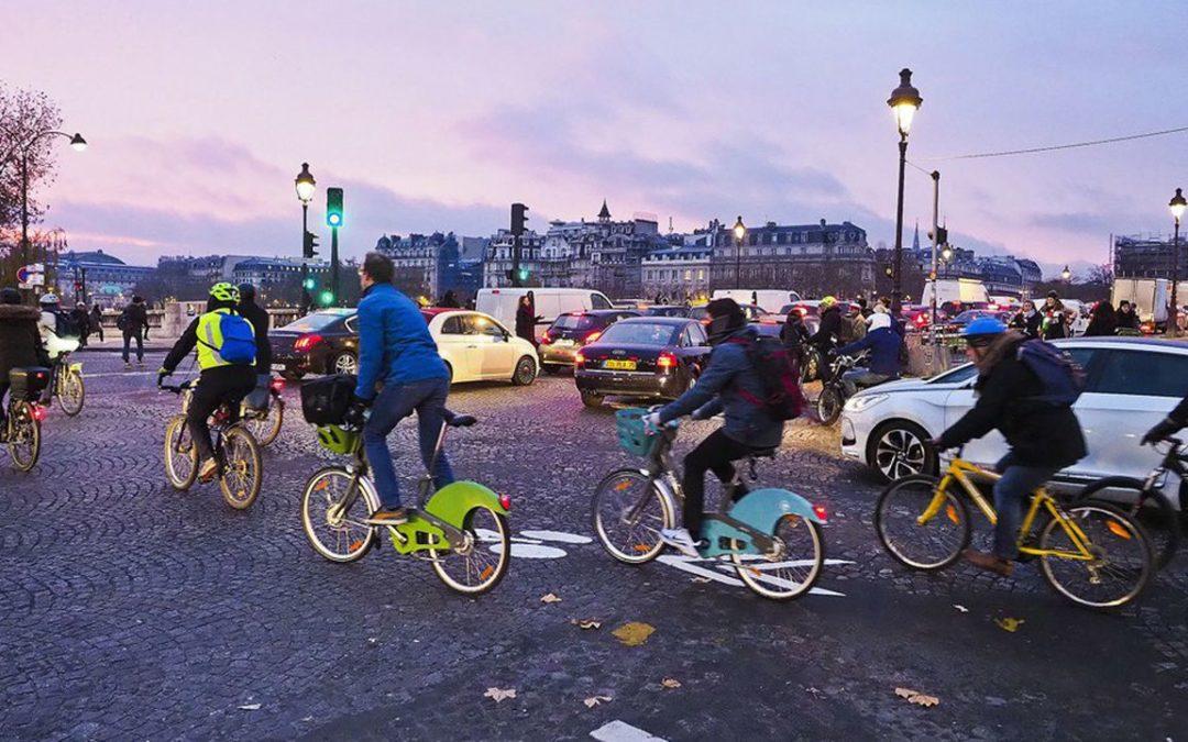 Utilisation des vélos et trottinettes en libre-service pendant les grèves à Paris