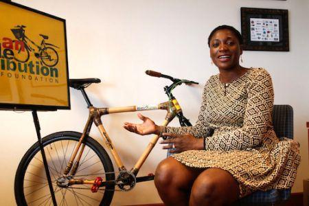 Des vélos en bambou pour les populations du Ghana